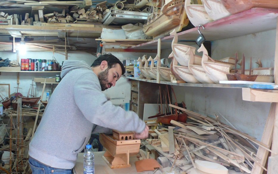 Ghassan Bakri working on a Latin sailing boat_low res.jpg